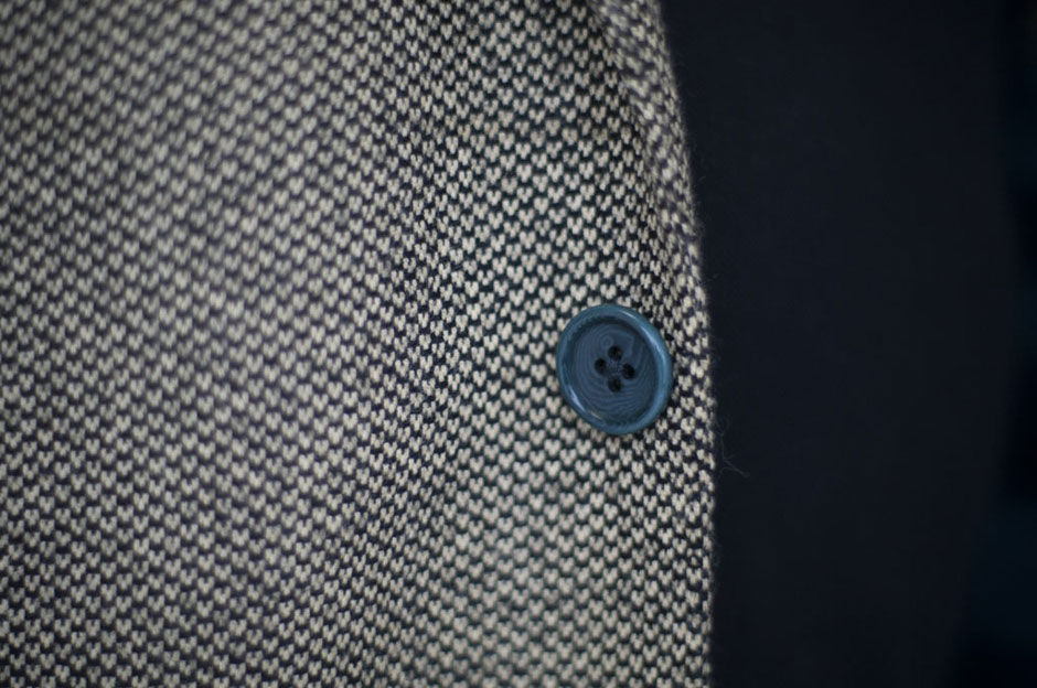Close-up of a button of a bespoke suit at Egon Brandstetter Bespoke Tailoring Berlin