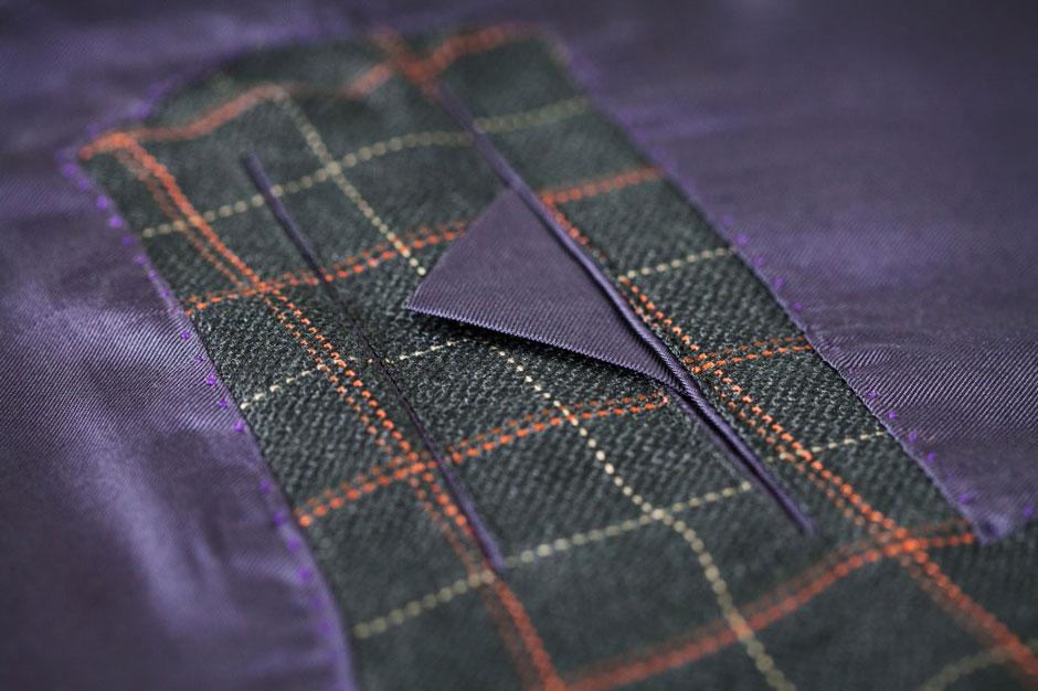 Innentasche eines maßgeschneiderten Anzugs aus Seide